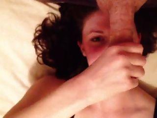 英国女朋友在床上哼了一声