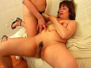 成熟妈妈爱很多精子! 俄罗斯业余爱好者