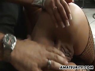 丰满的业余青少年女朋友肛交他妈的屁股