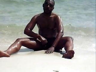 在沙滩上跳舞