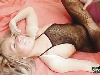 她的男朋友穿着nyl,她的性情很好