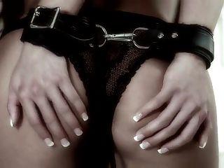 威严绑在胸罩和内裤之前,他妈的