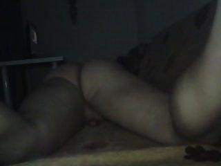 擦在沙发上,摆动我的屁股美丽!