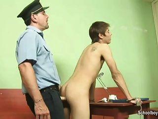 在警察局喝暨