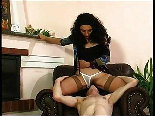 妈妈和男孩浪漫的性爱