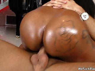 黑色女孩rachel raxxx与巨大的juggs采取白公鸡
