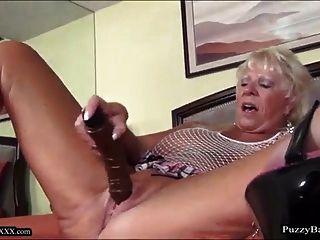 72岁的奶奶渴望大黑公鸡