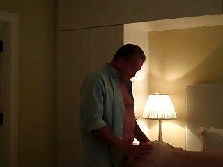 帅哥大人来到酒店房间加载在我的洞里