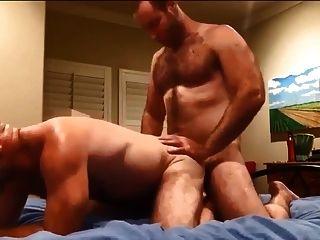 两个毛茸茸的男人他妈的和cumming