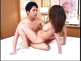 日本妈妈而不是儿子它服务对方(未经审查)
