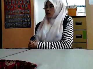 马来语cikgu bertudung ramas tetek
