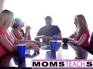 momsteachsex热妈妈和青少年朋友狂欢他妈的邻居