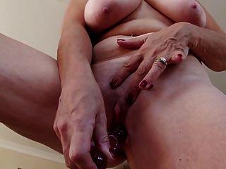 性感的奶奶与大山雀和饥饿的c子