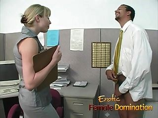 老板的金色办公室ch子主宰和侮辱了工人