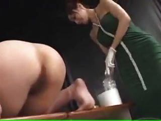 女学生打屁股得到灌肠
