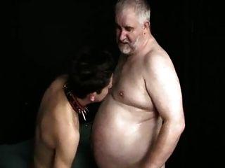 年轻的小男孩吸脂肪老师