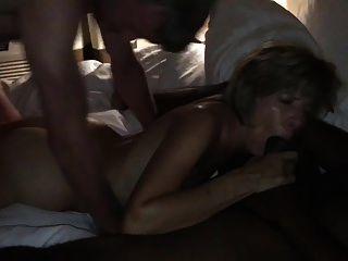 amateurhorny.sexy milf他妈的是两个角质的男人