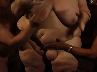 胖的德国人bbw奶奶莫莉与两个男人玩