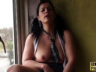 成熟的英国skank指法她湿的阴道