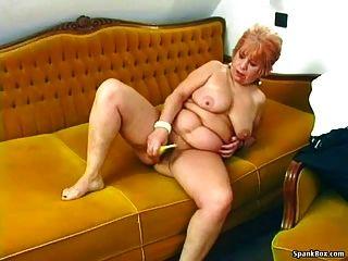奶奶用香蕉手淫