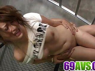 可爱的yukina mori肯定喜欢吮吸和他妈的