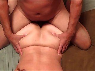 mfm与妻子一起玩乐。