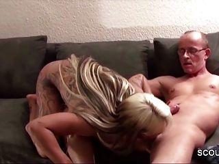 Papa fickt großen Arsch Tochter