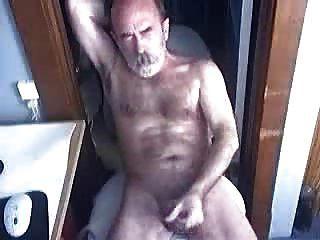 毛茸茸的爸爸打死了