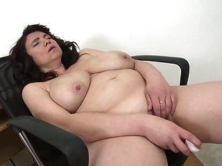 性感的成熟母亲与大天然山雀