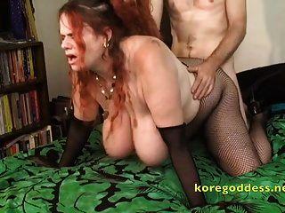 红头发是巨大的山雀肛门荡妇