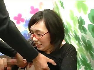日本皮肤女孩试穿口服