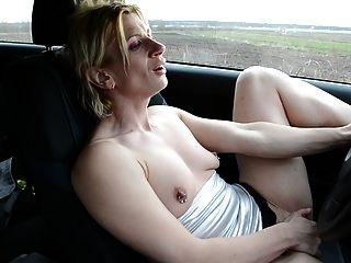 荡妇在车里