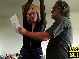 misha mayfair让她的阴部钻在沙发上
