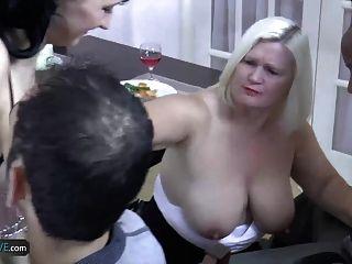 老人娘奶奶胖胖的蕾丝明星遇见了她的朋友