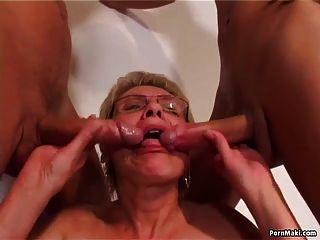 老和年轻的性感与热奶奶