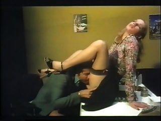 办公室他妈的与brigitte lahaie燃烧的阵雨(1978)sc2
