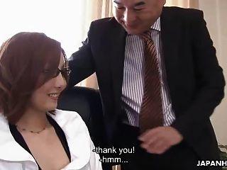 亚洲宝贝礼貌地被她的老板搞砸了