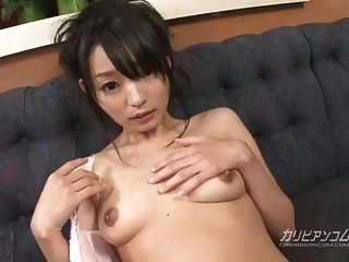 konoha手指他妈的,以感性的方式玩弄她的湿猫
