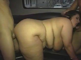 成熟的肥胖女孩与巨大的胸部在组视频