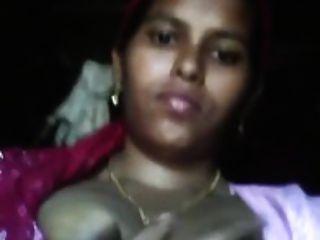 desi可爱的印度女佣胸部