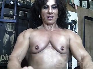 安妮rivieccio裸体在健身房