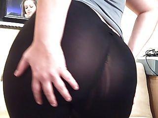 爪子厚厚的屁股通过氨纶瑜伽裤看穿