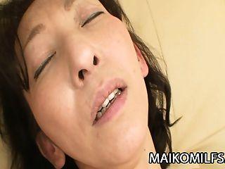 mako shinozuka:nippon milf插入一个坚硬的公鸡在她内