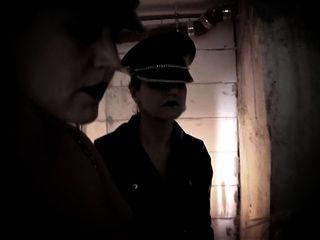 奴隶在地窖大山雀金发他妈的音乐录影带
