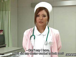 惊人的日本护士在大致p后得到皱纹