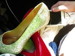 脱掉鞋子,用我的鞋子做主人