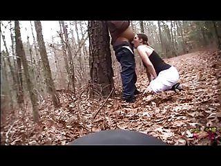 面对性交在树林里,窒息他的鸡巴和肚子