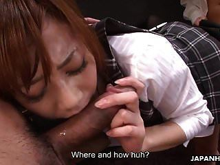 放荡的日本秘书享有一个粗糙的三人组