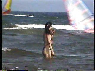 在三重大学3后面的海滩极端泳装