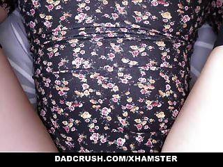 dadcrush热步女儿引诱和乱搞她的爸爸